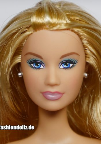 ©2005 Barbie closed mouth