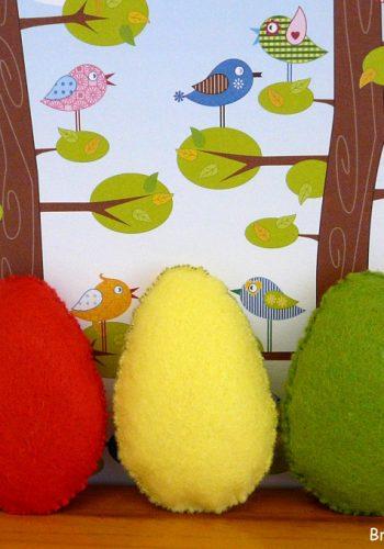 Fröhlich bunte Osterkissen