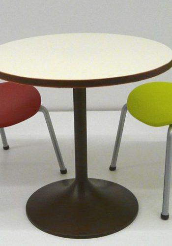 1:6 Tisch- und Stuhldesign